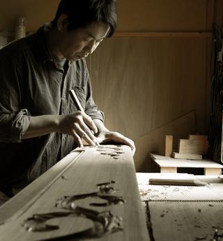 彫刻師 沖野兼一